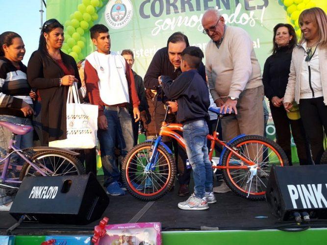 El gobernador Valdés acompañó los festejos por el Mes del Niño