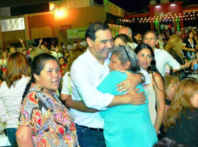 Homenaje del Gobernador Valdés a todas las mujeres